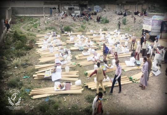 توزيع 34 حقيبة ( مواد غير غذائية و 34 حقيبة مأوى طارئ للنازحين المتضررين من السيول في محافظة تعز مديرية سامع